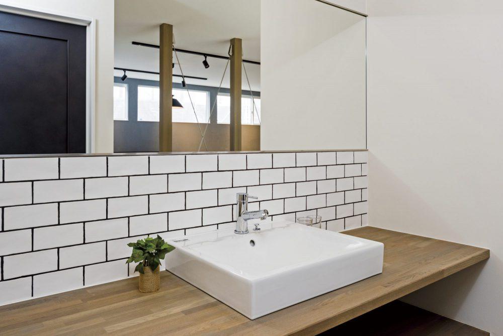 清潔感のある白い洗面空間