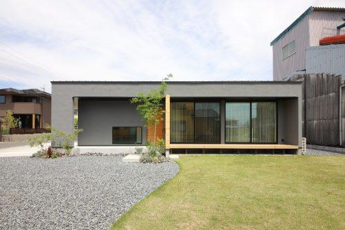 建築家とつくるグレーの平屋