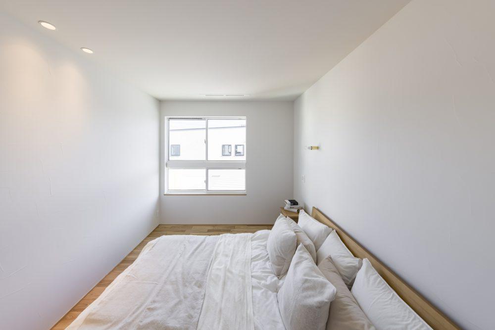 天然木や塗り壁など、素材感を存分に感じられる室内